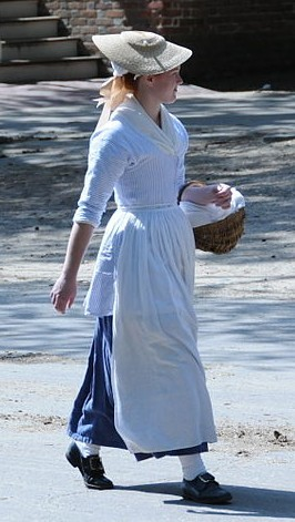 Woman Colonial_Woman_Williamsburg_(4664967915)